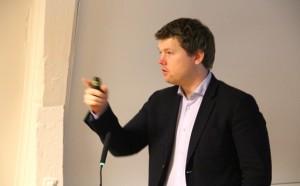 Atle Simonsen snakker om FrPs historie